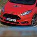 A hűtőrács fölé tett embléma sportkocsikra jellemző a Ford szerint