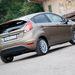 Így megfelelően mutatós és ügyes facelift, bármennyire is új modellként próbálja eladni a Ford