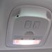 Innen akár a vezető, akár a középső utasok is mozgathatják az üvegtető elektromos rolóját