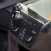 A klímapanel és a rádiógombok nagyon hasonlítanak a normál BMW-kére