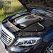 A dekli alatt erős V6-os turbódízel - igazából ennél a 258 lóerőnél több nem nagyon kell ebbe az autóba