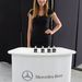 A Mercedes egyebek közt beépített illatosítóval is ellátta az S osztályt. Négyféle kellemes, visszafogott illat - az üvegeket tessék nézni