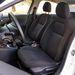 Az ülések némi oldaltartást is adnak, a vezetőülés ülőlapja magasságban is állítható