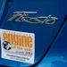 Ha valaki nem tudná, az Év Motorja díj győztese lapul az autó orrában. Ez még a tavalyi matrica, de az idén is elhozta a díjat a Ford háromhengerese.