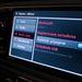 Bluetooth, USB. Adatainkat felhőben tárolhatjuk, okostelefonunkkal pedig az autón keresztül is hozzáférünk. Mondjuk utóbbihoz nem kell autó, elég a telefon is