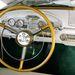 Tipikus ötvenes évekbeli amerikai belső, megspékelve a forgó számlapos sebességmérővel. Városi és vidéki üzemmódban használható a rádió