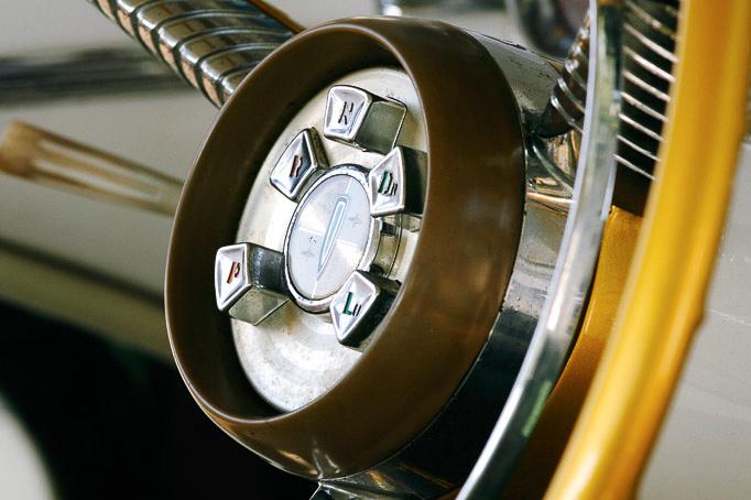 Állítólag nem tetszett a vevőknek a hátsó lámpa. A burák alját és a kétféle fényezést összekötő elem mindenesetre stílusos