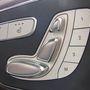 Minden irányba elektromotorok állítják, természetesen mindkét ülés memóriás