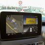 Nagy képernyőn jól mutat és hasznos az osztott képernyős navigálás. Sokat segít, hogy amikor kereszteződéshez érünk, a jobb oldalon a kereszteződés képe, baloldalon a térkép látszik