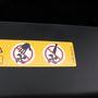 A motortérben matatni és oda nyakendőt lógatni tilos