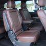 Az Edition 1 üléseit barna nappabőr borítja, soronként csak kettő darab, hogy a lehető legkényelmesebben üljenek az utasok