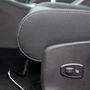 Ennyit az ergonómiáról: rejtett ülésfűtés-kapcsoló, valahonnan újrahasznosítva, elfordítva