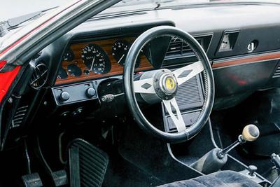 Gyári képen, szerényebb kivitelben a Commodore B