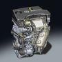 1.0 Direct Injection Turbo. Két, külön állítódó vezérműtengely, Kiegyensúlyozótengely. Hengerfejjel egybeöntött kipufogócsonk. Műanyag, extra zajcsillapítású szívócsonk. Kapcsolható vízszivattyú. Ütéscsillapító kuplunggal ellátott szíjhajtás. Bedplate-es csapágyház-felépítés. Egyszóval - iszonyatosan modern