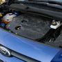 A Peugeot-féle 1,6-os dízelt 75, 95 és 115 lóval lehet választani. Az ezres benzines turbómotor nagy merészség, ha nehéz cuccokat kell furikázni, pláne nem sík vidéken