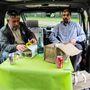 Tényleg kényelmesen lehet benne falatozni, ideális autó, ha az ember piknikezni akar. Oppárdon, pique-nique-ezni