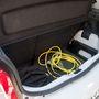A kábelek a csomagtartóban laknak, hosszabbítót használni tilos