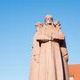 A lett mesterlövészek szobra elég erős alkotás, nem lennék a cári család helyében