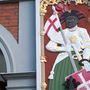Szent Móric a birodalmi zászlós lándzsával - amikor légióját a mai Svájc területére vezényelték egy kis keresztényüldözésre, megtagadták a parancsot, úgyhogy végül az egész légiót, mint abhétezer embert kivégezték.