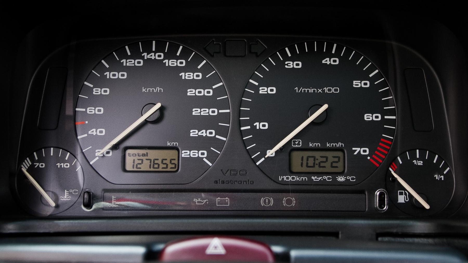 7,8 másodperc a nullaszáz, a végsebesség 240 kilométer per óra. A Syncro megfutja a 250-et. Kétszáz fölött azért nem szívesen mennék vele