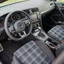 A kockás üléshuzat a sportos Golf GTI-k és a dízelmotorral szerelt GTD-k sajátja volt