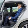 Szinte észrevehetetlen a hagyományos Golf VII és a hibrid kivitel utastere közti különbség. 180 centivel kényelmesen el lelet férni a hátsó ülésen