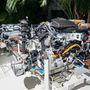 Az autó orrában a benzin- és villanymotor, illetve a hatfokozatú DSG váltó. A hátsó ülések alatt az akkumulátor, mögötte a vezérlés és a negyven literes benzintank