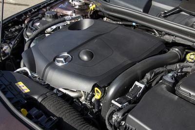 Minden AMG-motorhoz jár egy aláírás