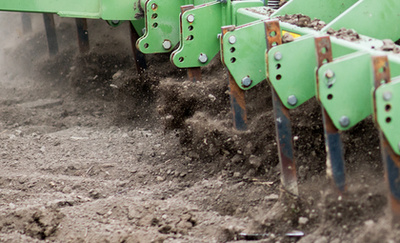 A Xerion egyik legkomolyabb mutatványa, az oldalazó haladás, amivel ugyan duplájára növeli a letaposott területet, de felére a talajnyomást