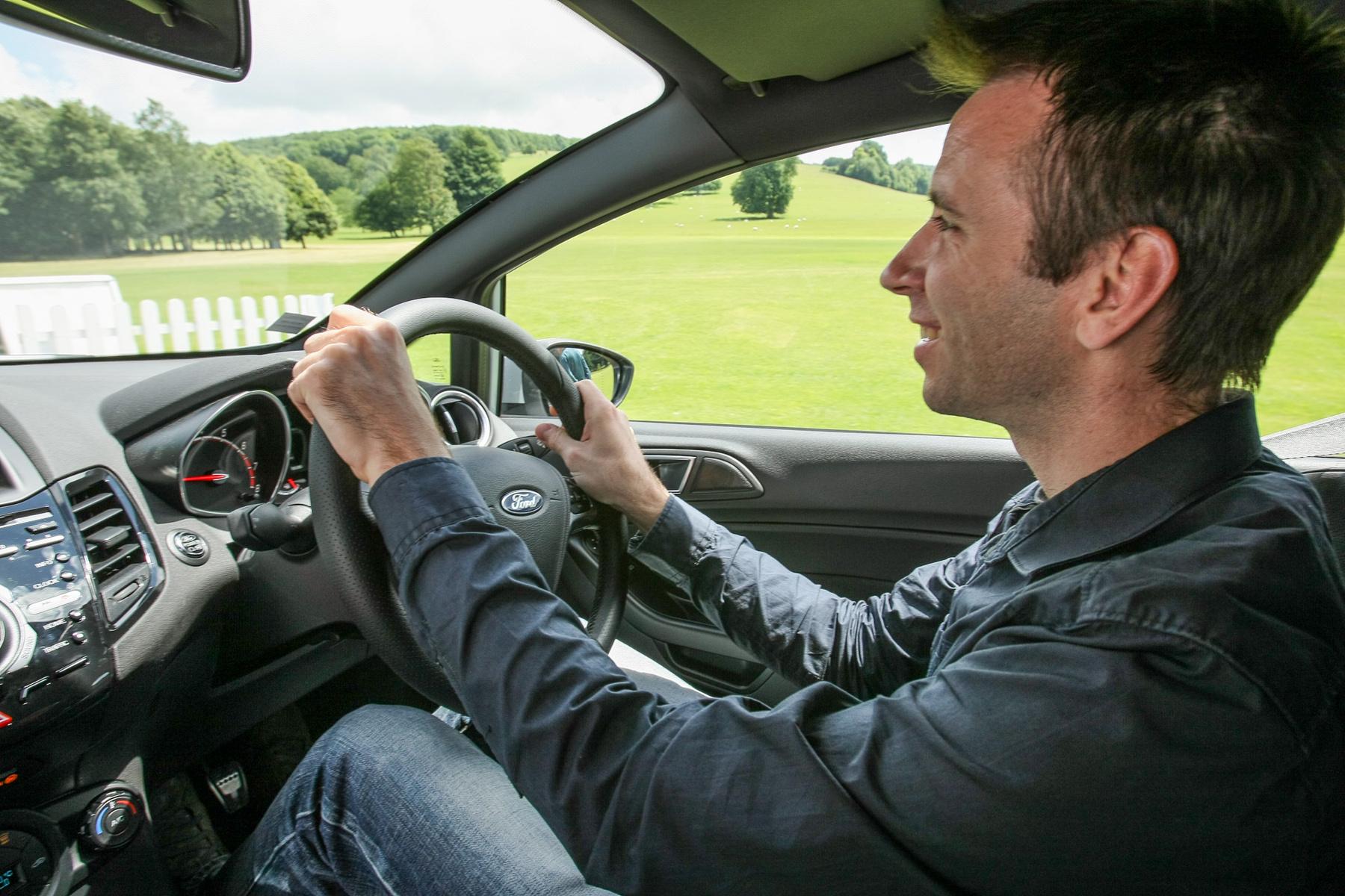 Balra tarts, balra tarts! Rég vezettem jobbkormányos autót, nem is éreztem magam valami otthonosan