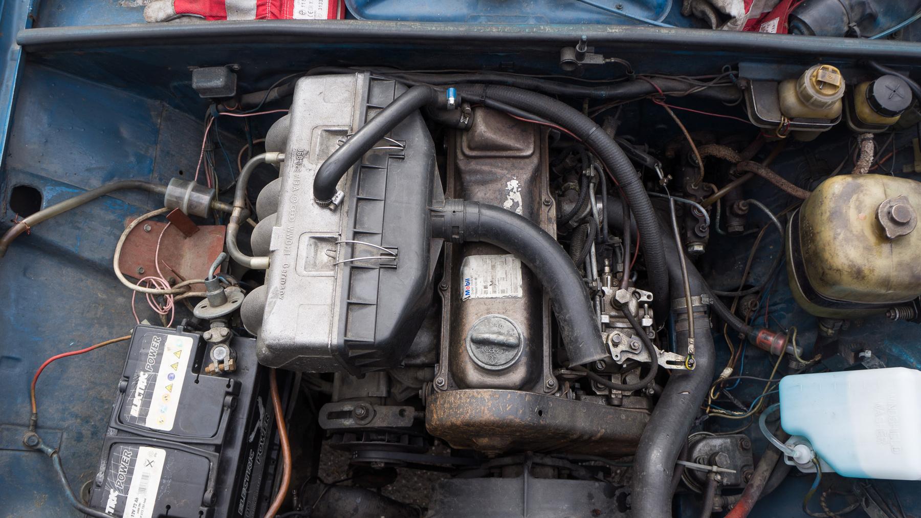 A zöld lemez a lényeg: az házasítja a Fiat váltót a Volkswagen motorral