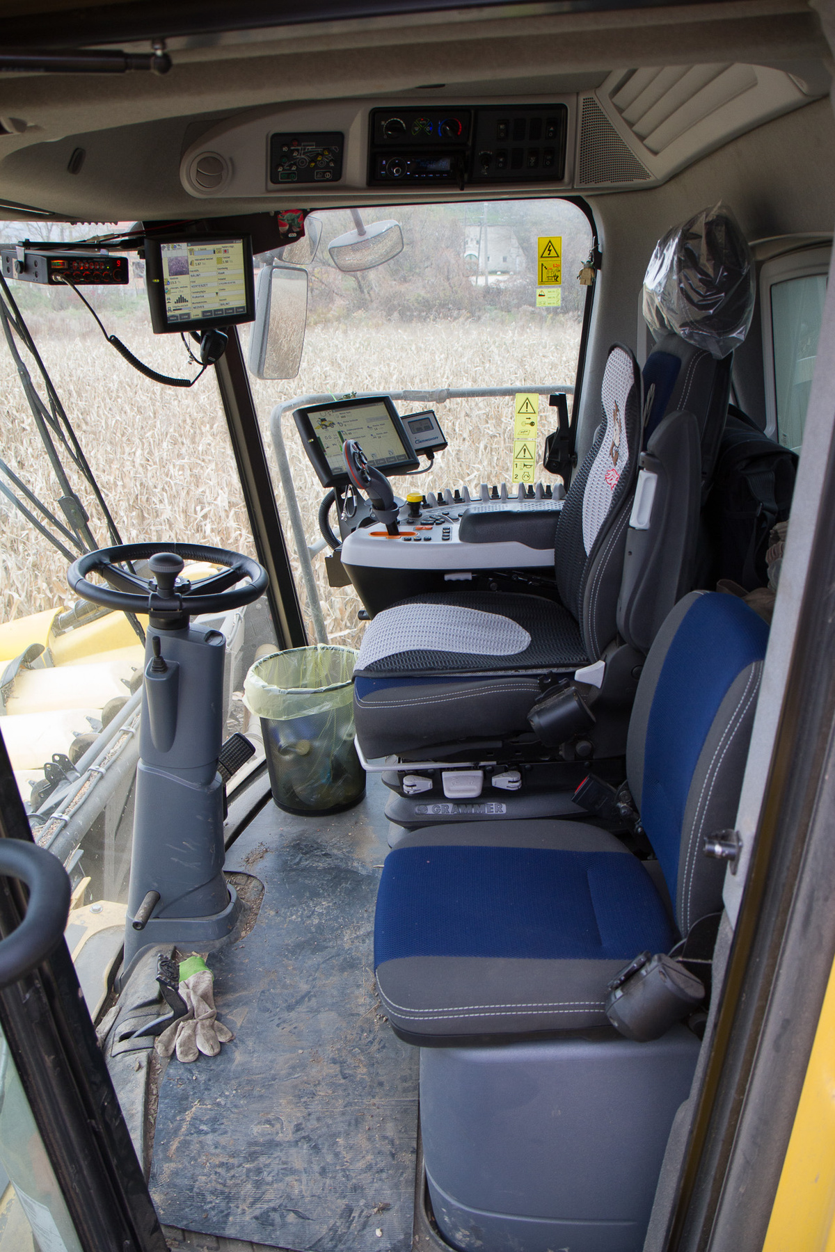 A gép mögött csak a törek és a kukoricacsutkák maradnak, ezt beleszántják a földbe és tápértékük újra hasznosul