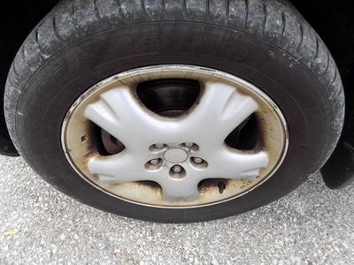 Ennyire fordul el maximum a kerék, ezzel minden parkolási manővert megnehezítve