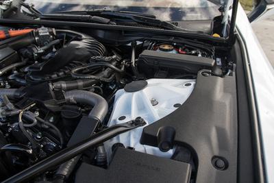 A V8-ast hagyják meg az RC-F-nek (jobb), az LC-hez (jobb) jobban passzol a hibrid