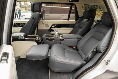 Egy képen a Range Rover és a Sport, talán már látszik az eltérés