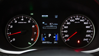 A kisebbik motor, a másfél literes turbós benzines, itt éppen CVT-vel. Oké, hogy nagy a bodé, de ez a nyolc liter körüli fogyasztás kicsit sok ehhez