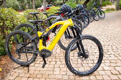 Az elektromos Peugeot-bringákat is kipróbáltam, elég jók