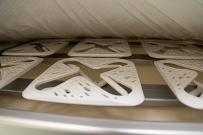 A székeket tartalmazó tárolóval elveszik az alsó fekvőrész alatti hely