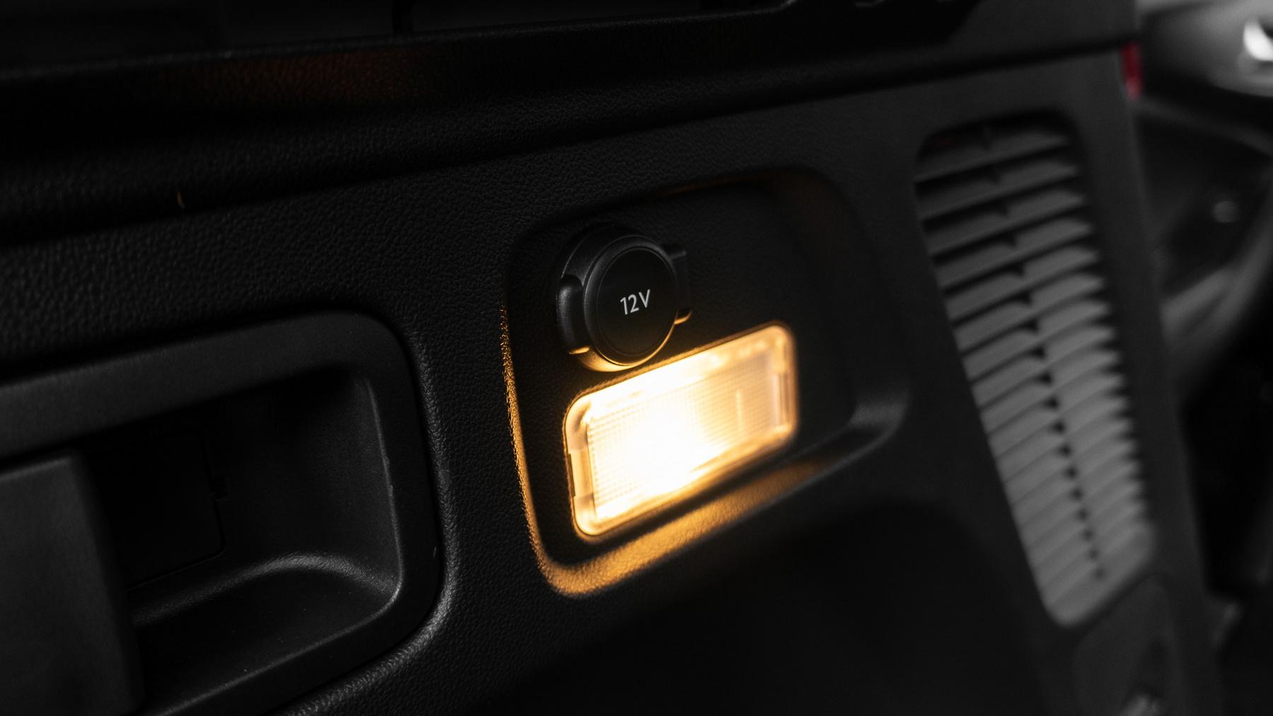 Ott a kis kék lámpa, ami világít, ha tisztán elektromos üzemmódban megyünk