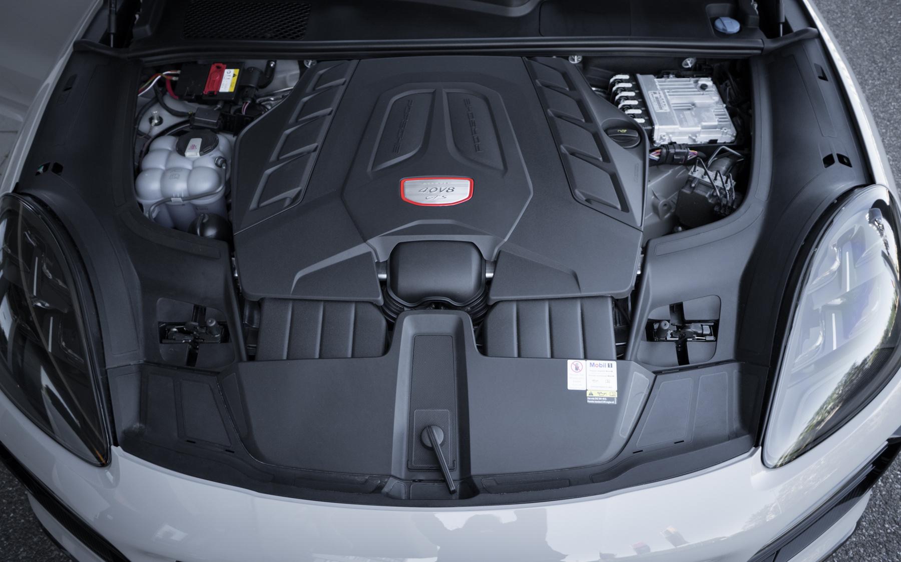A 4 liert annyira nem reklámoznám, a V8 továbbra is menő