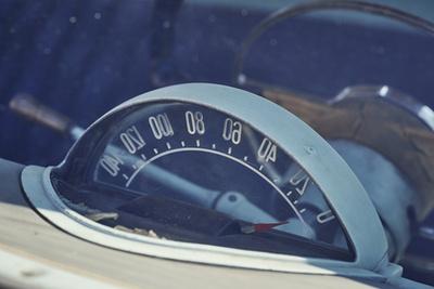 32 centivel rövidebb a tengelytáv és 25 centivel keskenyebb a test, tehát szűkösebb az utastér, de négy embernek a Volga is fejedelmi, és hatan is beférnek