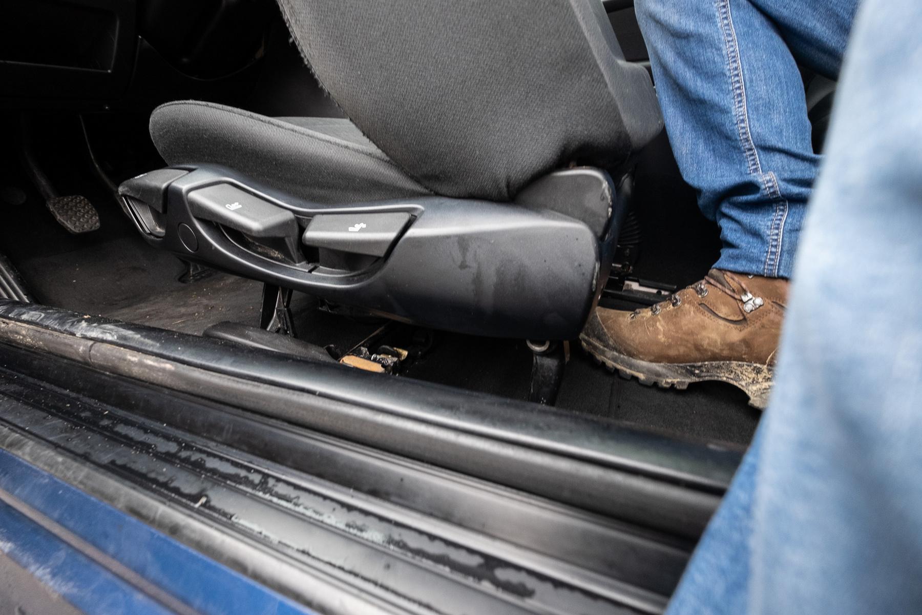 Marad hely a hátsó lábaknak is, ha nem óriás ül elöl