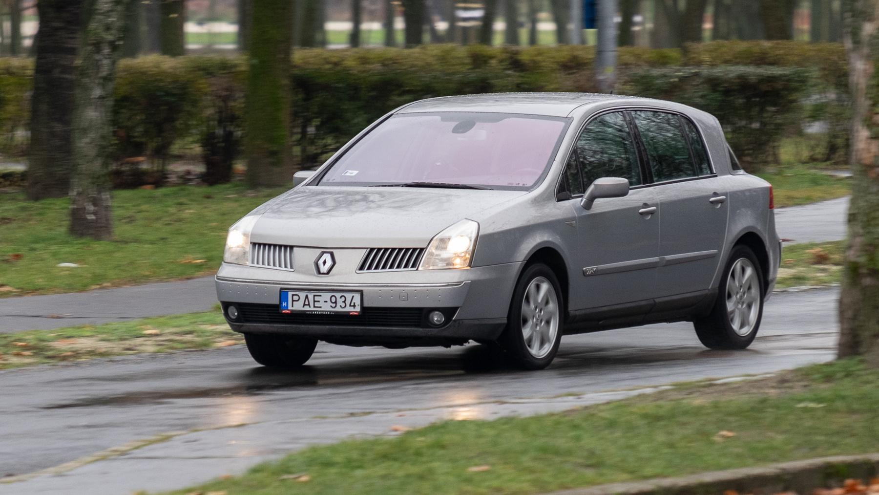 Ezután már nem próbálkozott önálló modellel a nagykategóriában a Renault