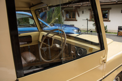 Mint egy elárvult Land Rover