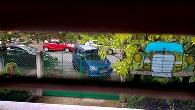 Most akkor melyik autóra is vettek itt jegyet? Valaki mutasson rá. Kedd délután van, munkaidő, csak szólok